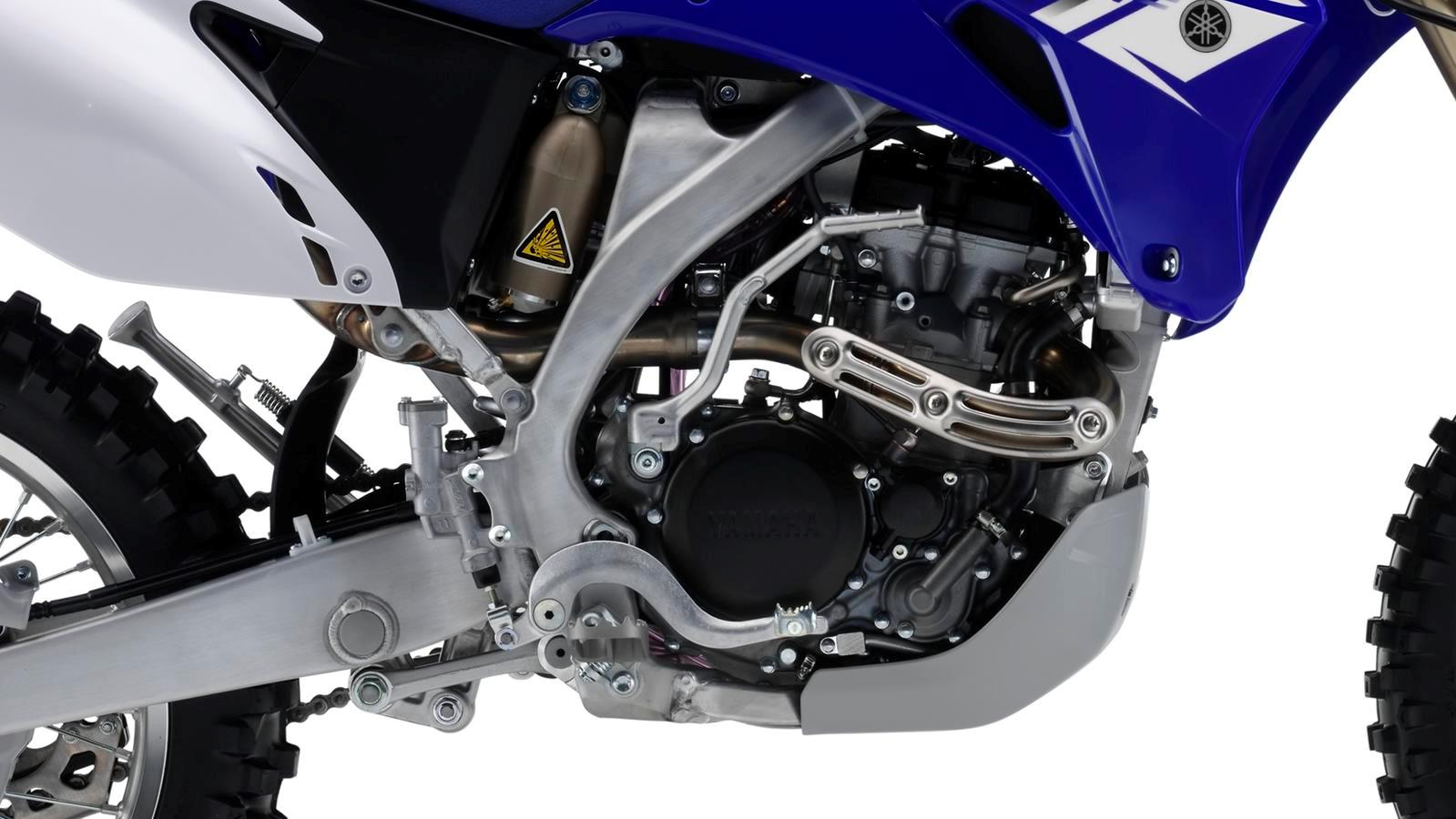 WR250F-EU-Racing-Blue-Detail-001_osob