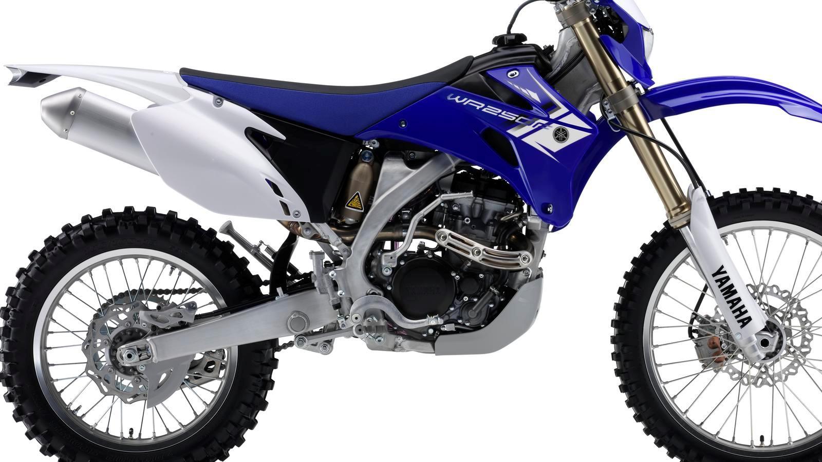 WR250F-EU-Racing-Blue-Detail-002_osob
