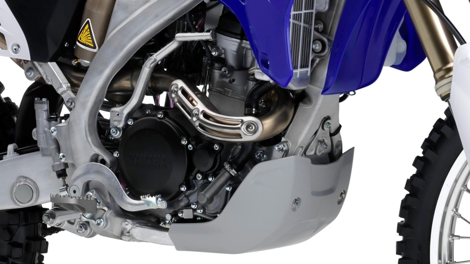 WR250F-EU-Racing-Blue-Detail-005_osob