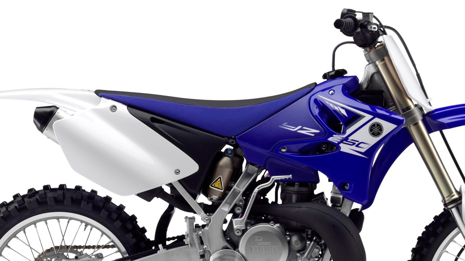 YZ250-EU-Racing-Blue-Detail-005_osob