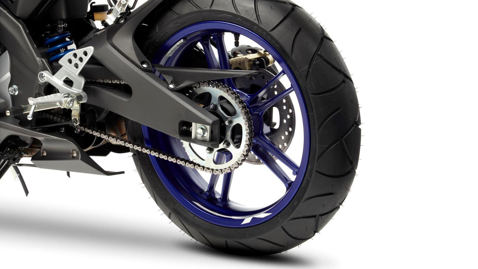 2013-YZF-R125-EU-Race-Blu-Detail-006-osob