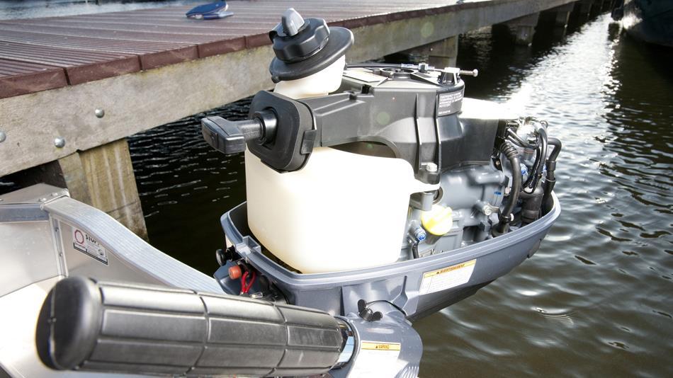 2014-Yamaha-F4-F5-F6-EU-NA-Detail-006-osob