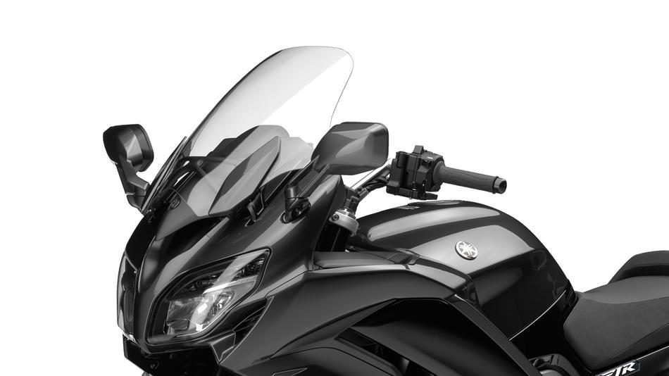 2016-Yamaha-FJR1300AS-EU-Matt-Silver-Detail-003-osob