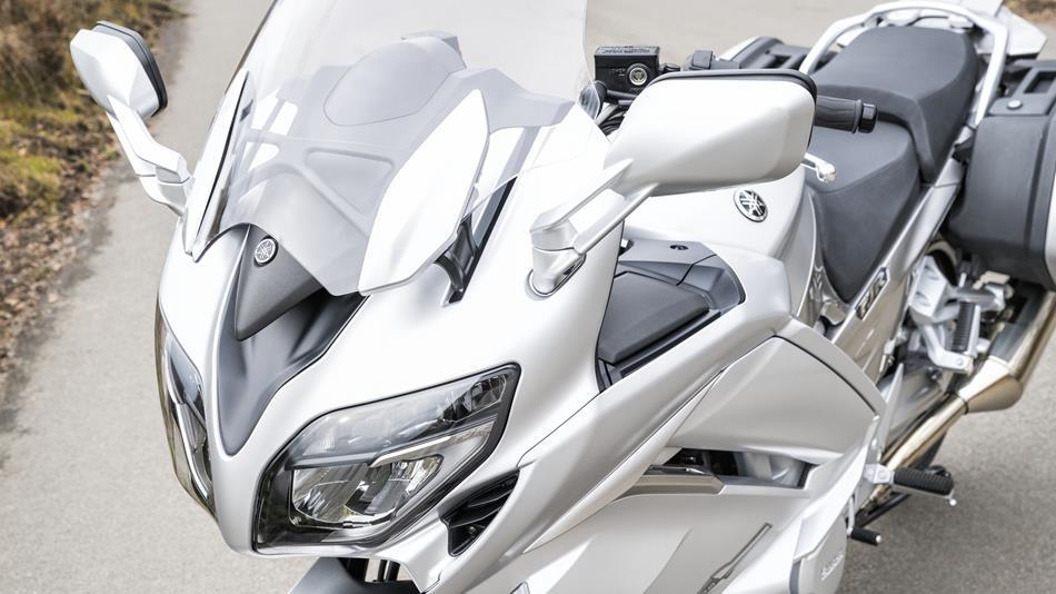 2016-Yamaha-FJR1300AS-EU-Matt-Silver-Detail-027-osob